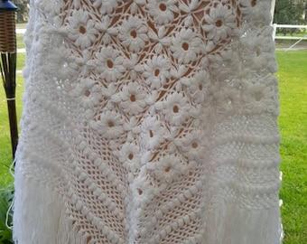 Vintage 70's crochet daisy pattern shawl wrap fringing grunge festival gypsy