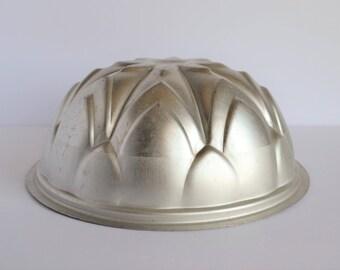 Vintage Wear-Ever 6 Cup Aluminum Dessert / Jello / Ice Mold