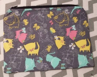 Very cute playing kittens bag. Great for a crosstitch tools,or even as a cosmetics bag.