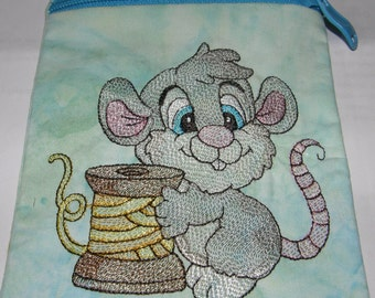 ITH Zippered Bag, Cute Sewing Mouse. with bonus zip bag with no design. fully lined in one hooping. Instant Download. 3 sizes.