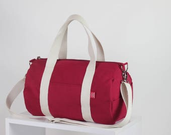 Maroon duffel bag, sport use bag, handle and long strap, washable, gym yoga bag zipper closure unisex circle sport bag, fully lined