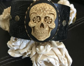 Sugar skull bracelet leather cuff, skull gift, pirate jewelry, day of the dead, gothic bracelet, chunky bracelet