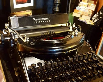 Beautiful Black Vintage Remington Nosieless Model 7 Typewriter (Working, with carrying case) - Free shipping in US