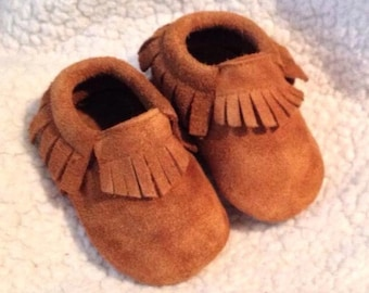 Brown Moccasins, Rusty Brown suede Baby Moccasins, Boy Baby shoes, Baby shoes,Brown Baby shoes, Baby Booties, Crib shoes, Baby Gifts