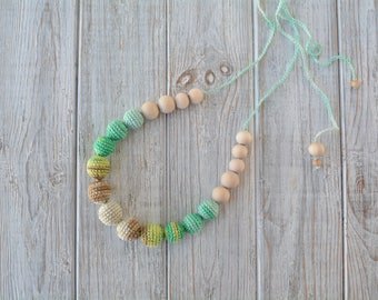 Crochet teething necklace - Natural teething necklace for breastfeeding & babywearing moms - Crochet beads