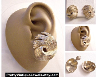 Monet Hurricane Swirl Clip On Earrings Gold Tone Vintage 1950s Florentine Brushed Domed Comfort Paddles