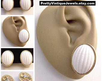 Monet White Ribbed Oval Disc Clip On Earrings Gold Tone Vintage Large Wide Raised Rimmed Edge Decorative Brushed Backs Comfort Clips