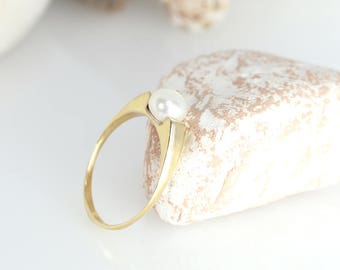 Pearl ring, Pearl engagement ring, Flat pearl ring, Pearl wedding ring, Yellow gold solitaire pearl ring, Solid gold ring, Personalized ring