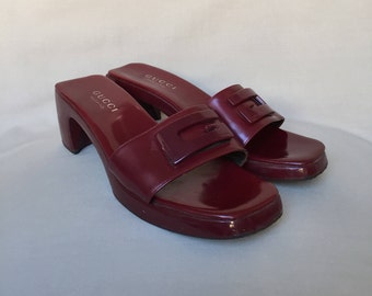 Gucci slides / gucci shoes / vintage gucci / leather slides / vintage slides / chunky sandals / block heel sandals / slides