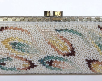 Vintage beaded coin purse // VTG Accessory // White beaded coin purse with feather design