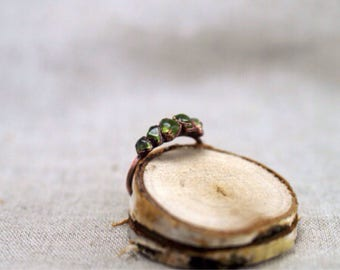 Peridot Ring, copper electroformed ring, 16,9 mm, copper ring, raw stone ring