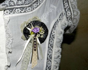 Romantic retro style with lace and rhinestone brooch