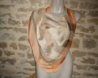 Beautiful scarf silk in very good condition vintage LANVIN label this 88 X 90 cm