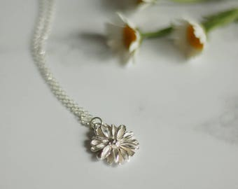 Silver daisy necklace, daisy necklace, daisy pendant, floral jewellery