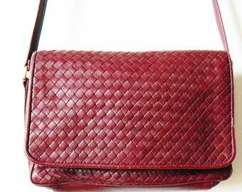 Burgundy Wine Vintage Crossbody Purse / Vintage Woven Faux Leather Bag / Woven Shoulder Bag