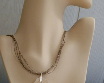 Multi-row beads necklace with a beautiful leaf pendant