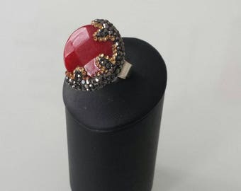 Adjustable ring in ruby root and moon pattern in marcasite
