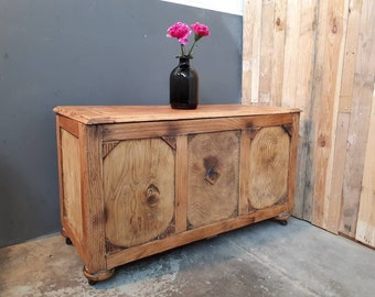Beautiful Oak Vintage Industrial Trunk Coffee Table with storage