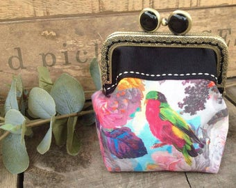 Coin purse with kiss clasp.