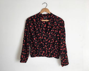 Vintage 90s Black and Red Floral Crop Top Floral Print Shirred Crop Top Faux Wrap Crop Top Belly Shirt Lightweight Fabric