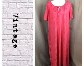 Vintage 1970's coral muumuu one size fits all- excellent condition!