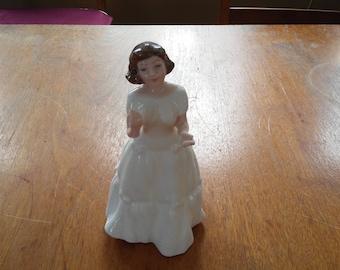 Vintage 1995 Royal Doulton Welcome Figurine HN 3764