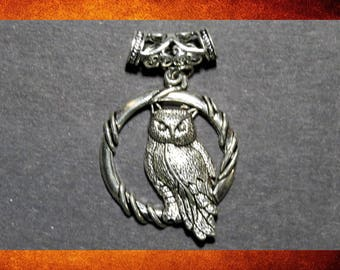 Pendant - Silver Owl and circle 38x48mm decorative pendant for jewelry making and crafts.  #PEN-502