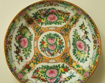 Decorative Famille rose plate // Chinoiserie plate // hand painted plate // butterflies and birds // Made in China // gilt //