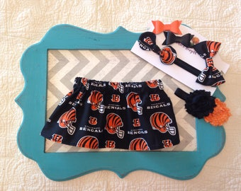 Bengals skirt and bow, bengals skirt, cincinnati bengals, nfl skirt, fabric bow, bow with matching skirt, bengals hair bows