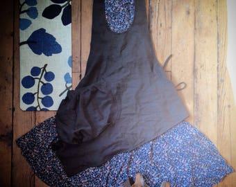 Plain Linen garden apron       mom everyday kitchen cooking festival purse asymmetrical Racer back  large pocket