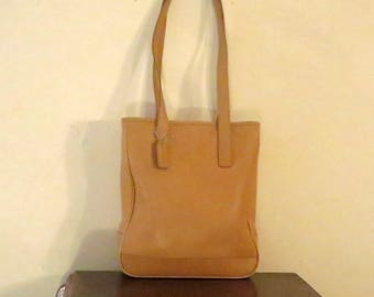 Coach Hampton Tote In Creamy Tan Leather With Nickel Silver Tone Hardware Style No 7776- VGC