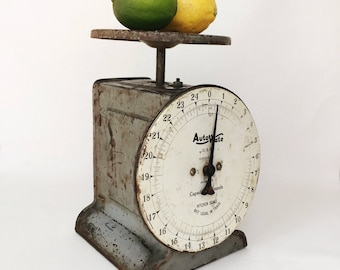 Vintage AutoWate kitchen scale