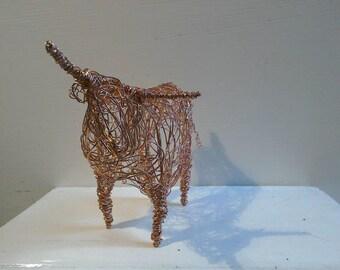 Meilleur de race. Sculpture en fil de cuivre à la main.