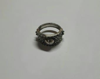 Band silver filigree ring