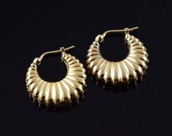 14k 19.6mm Hollow Scallop Circle Hoop Earrings Gold