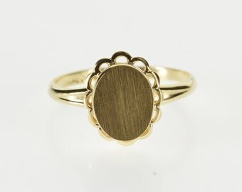 10K Oval Monogrammable Scalloped Trim Statement Ring Size 4.25 Yellow Gold