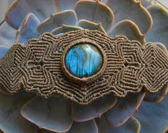 Macramè bracelet with labradorite.