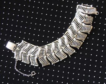 Vintage Mid Century Modern Openwork Chevron Link Bracelet Coro 1950s