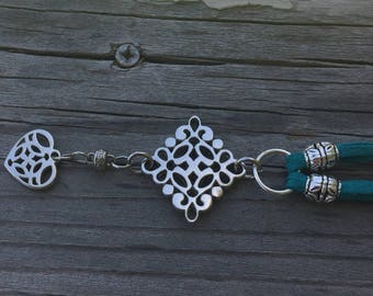 Silver and Teal Green Pendant Necklace