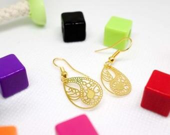 Earrings pendants drops in gold color metal prints