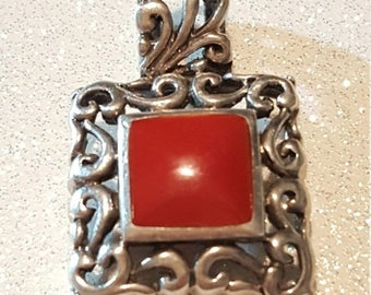ON SALE : Vintage Red Stone Sterling silver Pendant. 925