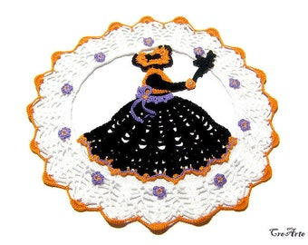 Halloween crochet doily with crinoline witch, Centrino Halloween con strega all'uncinetto