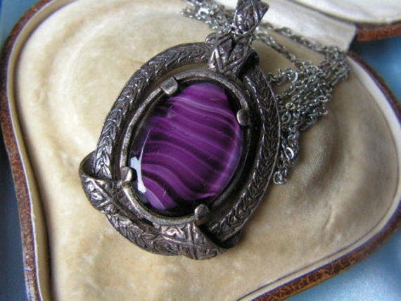 Beautiful vintage  signed Scottish Miracle silvertone purple banded glass necklace