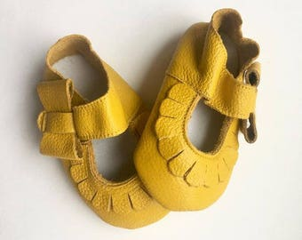 Size 1 Genuine Leather Moccasins, Yellow, Mary Jane, Baby Sandals, Fringe Moccasins, Handmade, Toddler Moccasins, Yellow Shoes, Moccasin