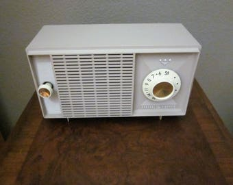 Vintage General Electric 1959 Tube AM Radio - Model T-126A