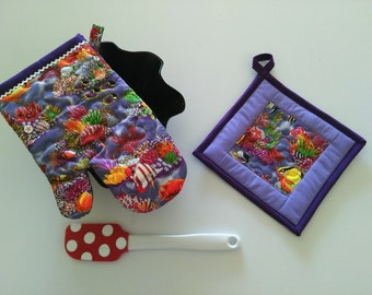 Quilted Coral Reef Oven Glove and Pot Holder Set, Oven Mitt, Pot Holder, Coastal Decor, Sea Life