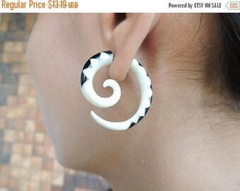 on sale Black and White Curls Fake Gauges Earrings - Free Shipping