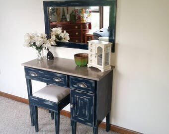 Lady Lindsey Makeup Vanity Table
