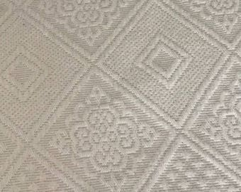 """Vintage Matelasse Bedspread Creamy French Country Classic Duvet Cover king Size Textile Heavy Weight 106""""L X 124""""W"""