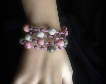 Bracelet memory wire form with Nude color beads